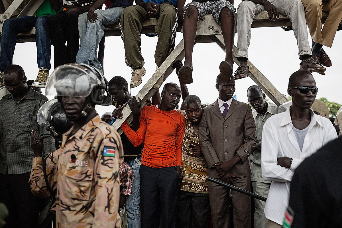 Large crowds gather to attend the second independence anniversary of South Sudan.