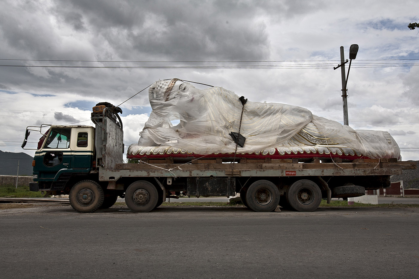 Marble Buddha on Flatbed, road to Hsipaw.
