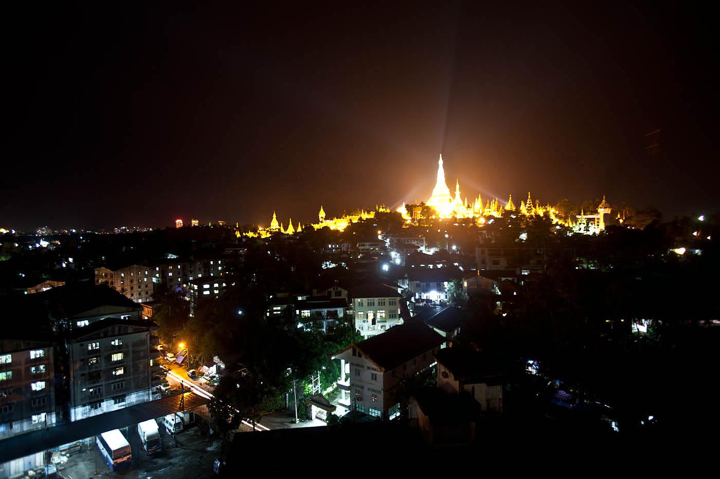 Schwedagon Pagoda, Yangon.