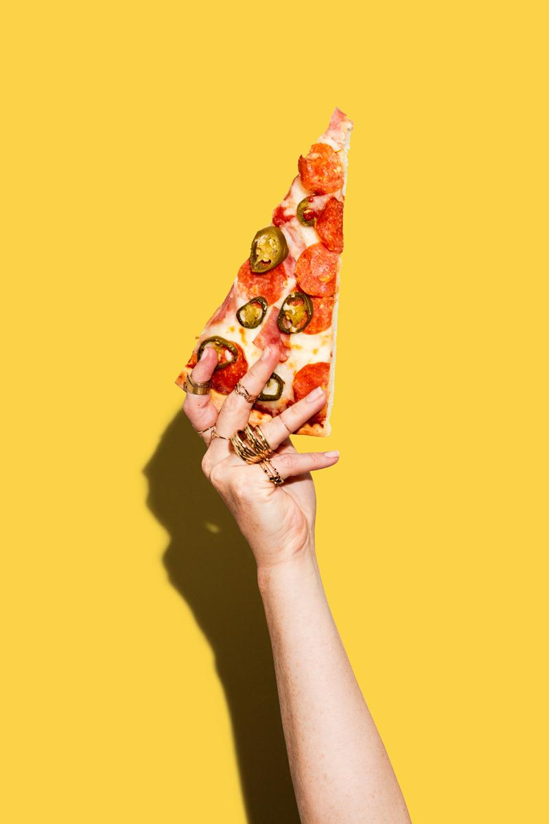 PizzaPatron_HandSlice_01