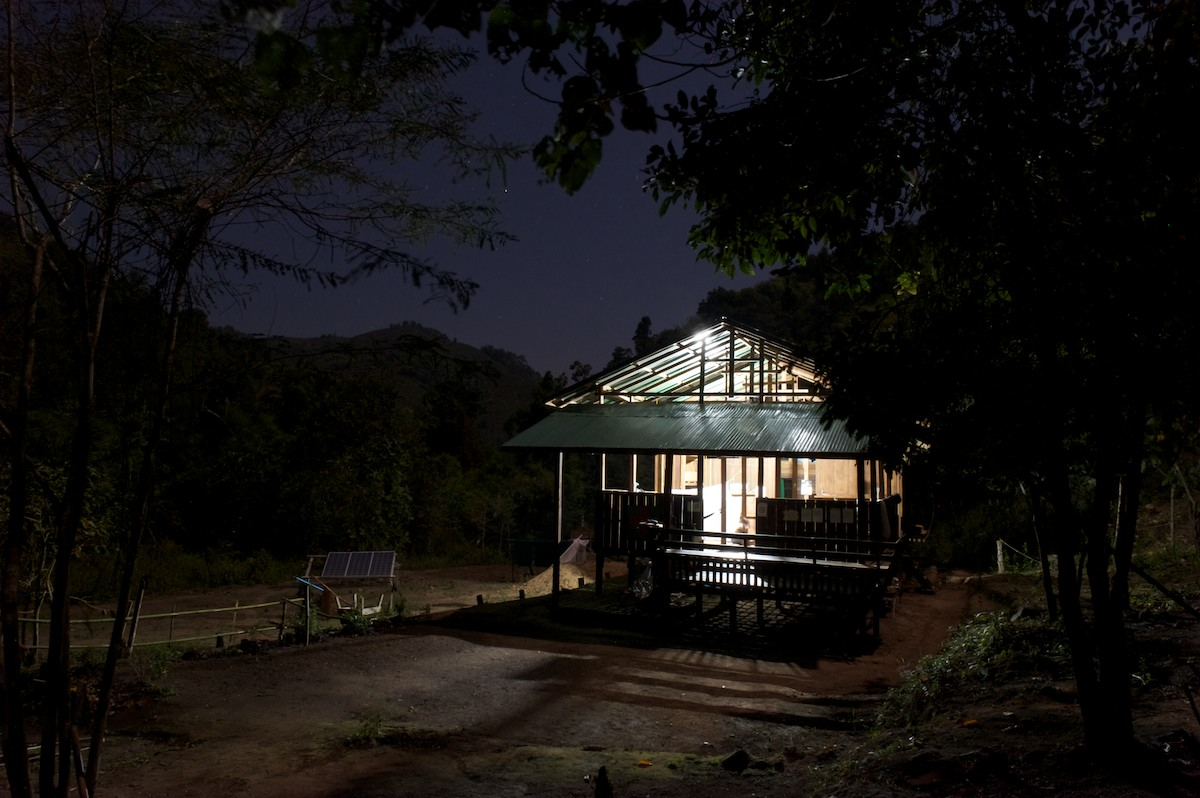 The Free Burma Ranger Jungle School of Medicine Kawthoolei in-patient clinic is open 24 hours a day, 7 days a week. Patients arrive at all hours of the day, after a journey that can range between 2 hours and several days, to receive medical care and treatment.