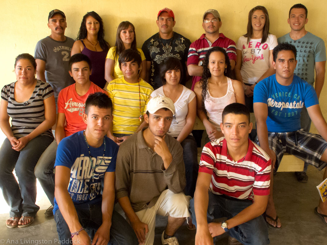 13 high school students from Mata Ortiz won University scholarships donated with funds raised by members of Mata Ortiz Grupo Siete, who are pottery artists (back row).