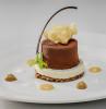 Circunferencias de chocolate con trufas y frutas de la pasión. Juan Carlos Clemente dessert
