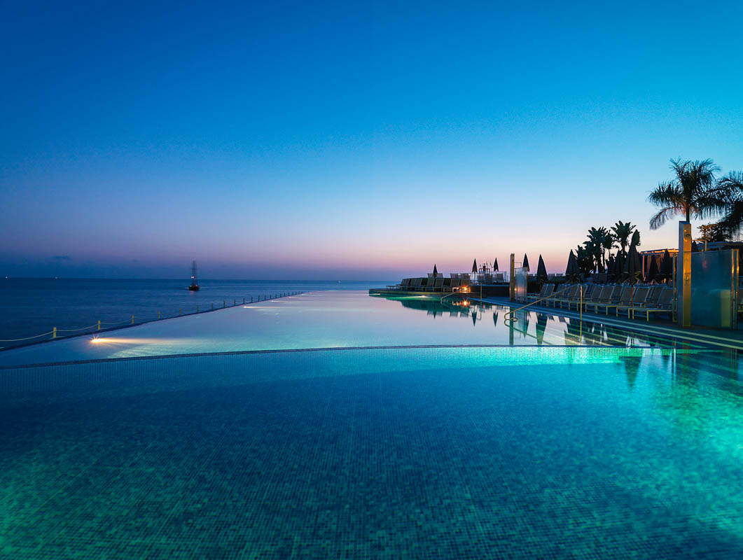 Infinity pool at Hotel Marina Suites, Canary I.
