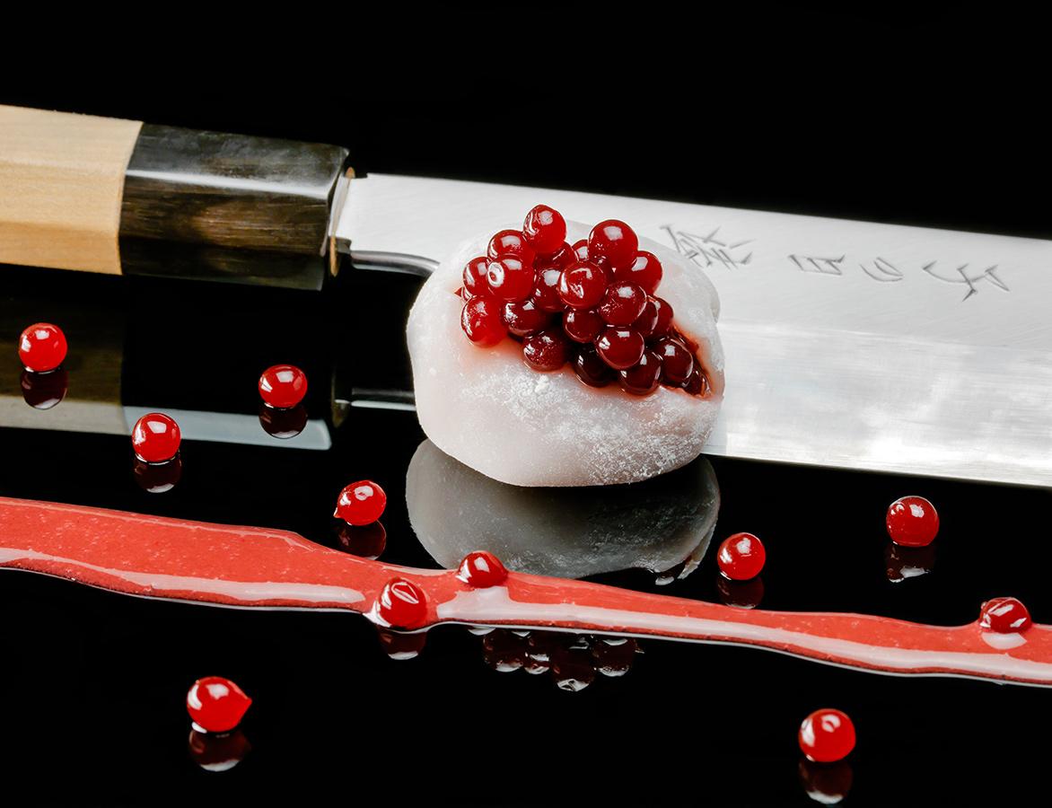 Mochi con perlas de fresa. Pescaviar