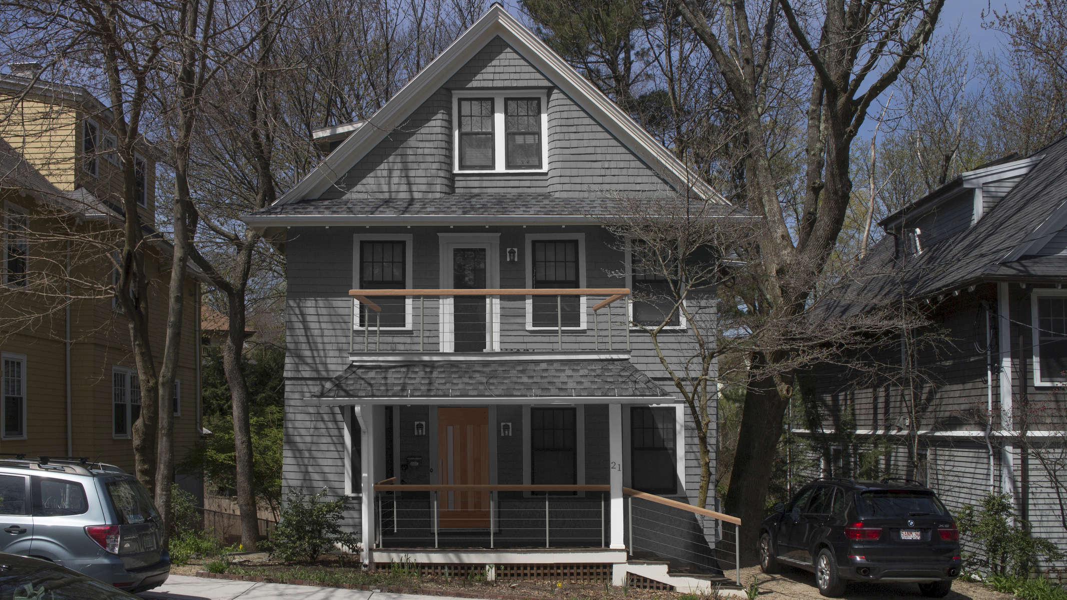 180611_front-facade-grey-railing