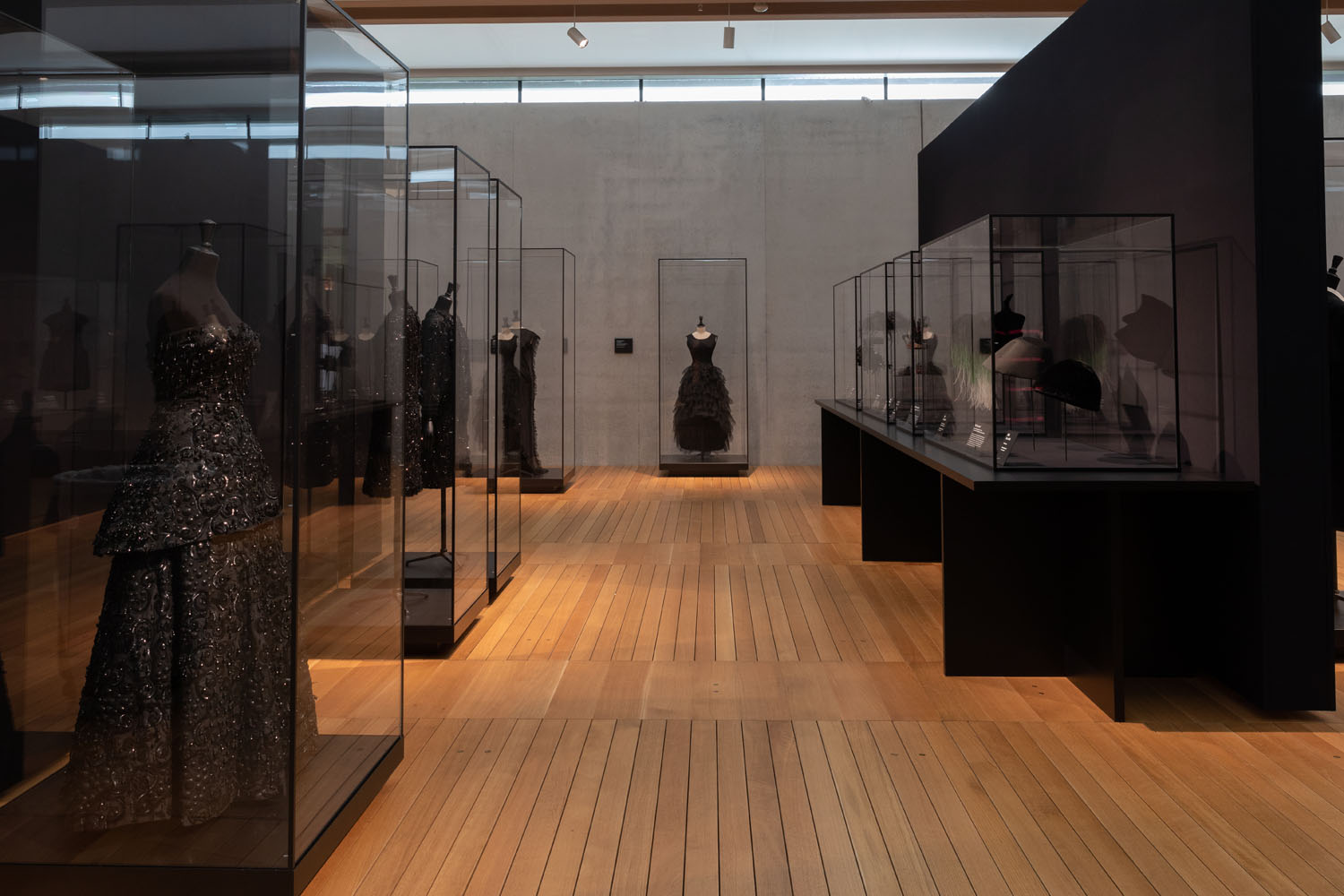 Balenciaga in Black Exhibition  @ Kimbell Museum