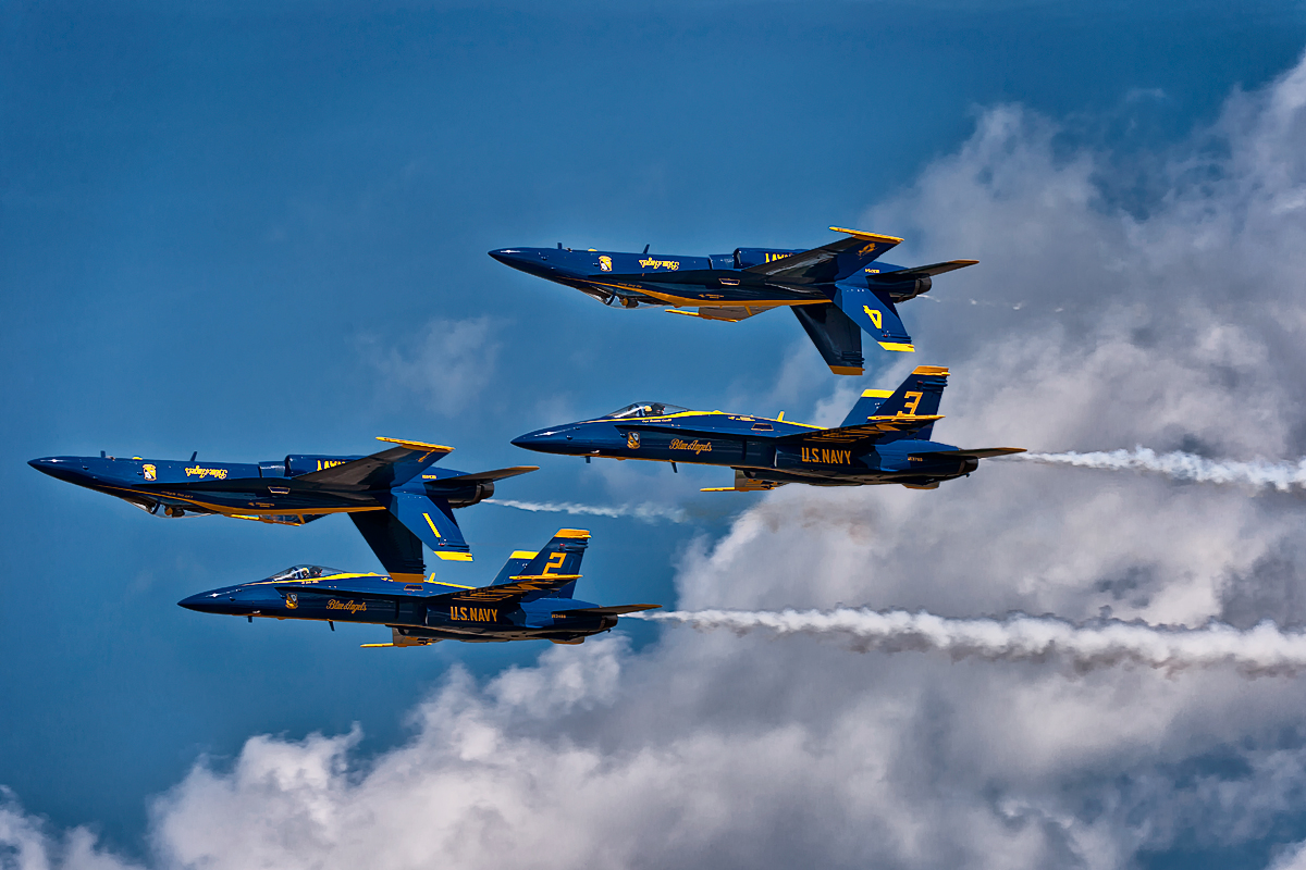U. S. Navy Blue Angels Display Team in Double Fervel manouver.
