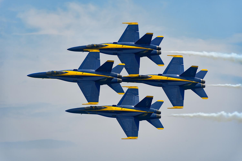 Blue-Angels-F-A-18-Hornet-Boeing-12-017787-vv