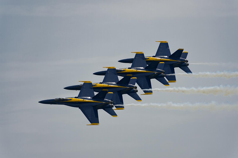 Blue-Angels-F-A-18-Hornet-Boeing-12-017870-vv