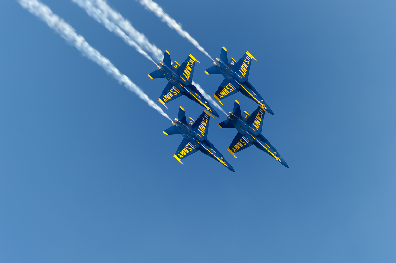 Blue-Angels-NAS-Pensicola-14-024379-vv