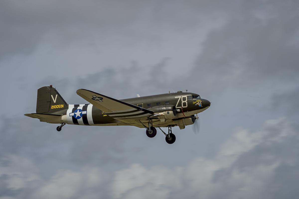 C-47-Skytrain-_Dakota_-TICO-Warbird-Airshow-RKing-15-013417-vv