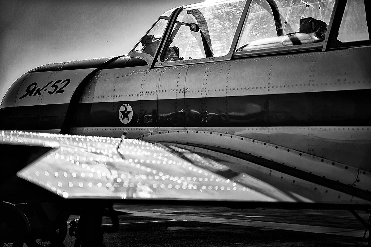 Yak-52-12-002328_bw_2