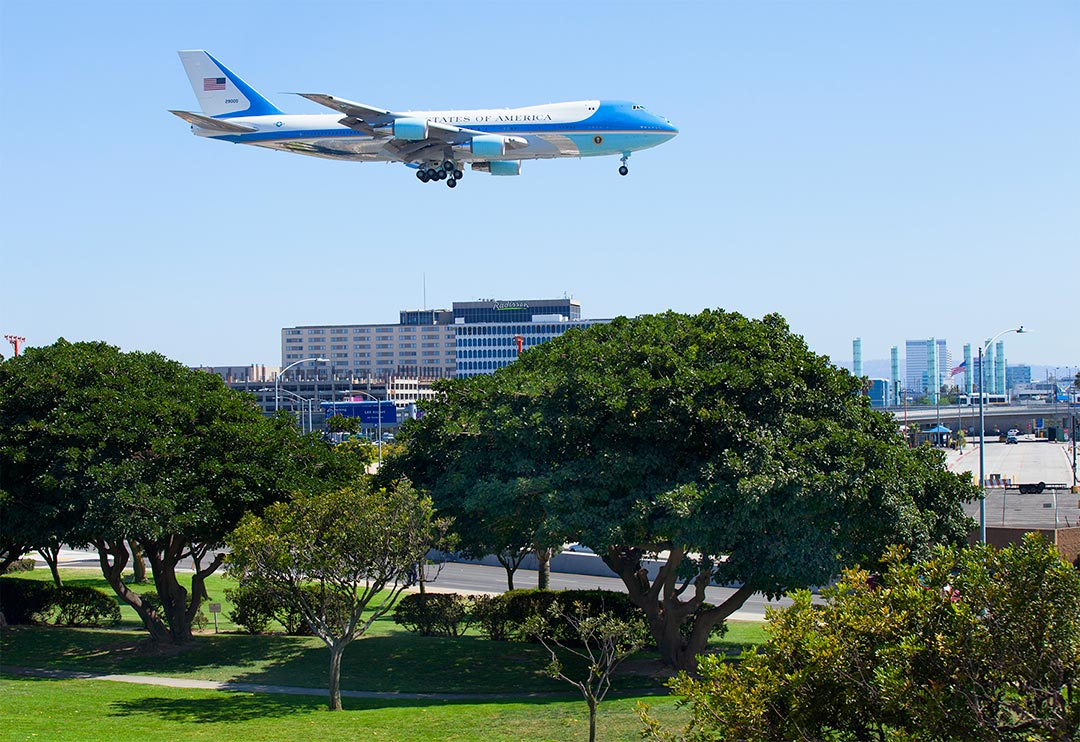 Obama landing on 24L to come be on Jay Leno's {quote}Tonight Show{quote}