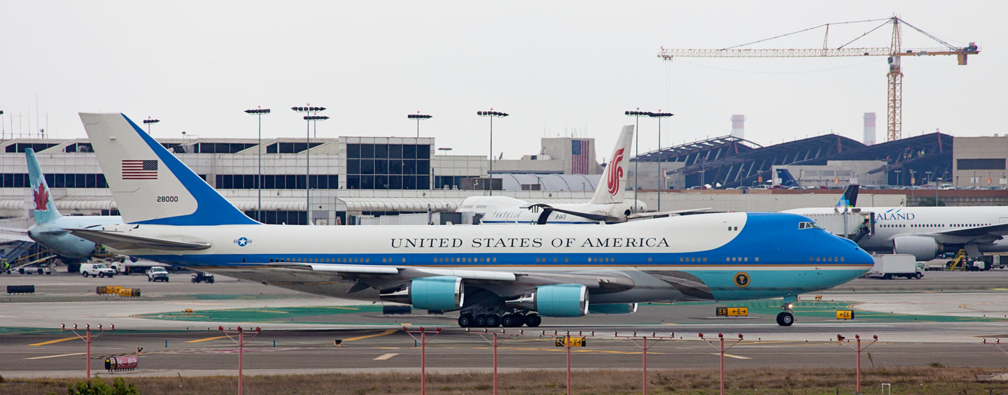 Obama departing LA after a weekend fundraiser.LAX - Los Angeles, CA