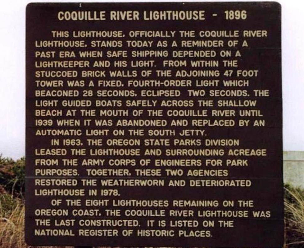 commercial-historic-coquilleriverlighthouse-2