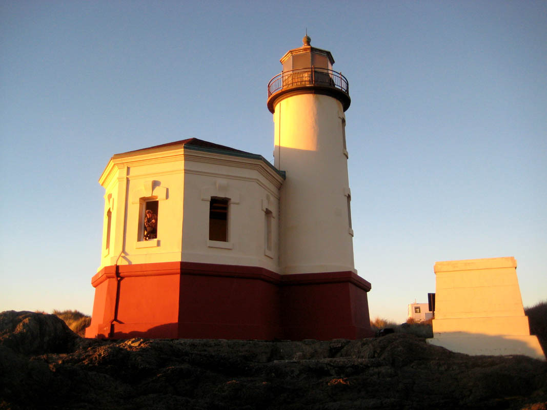commercial-historic-coquilleriverlighthouse-3