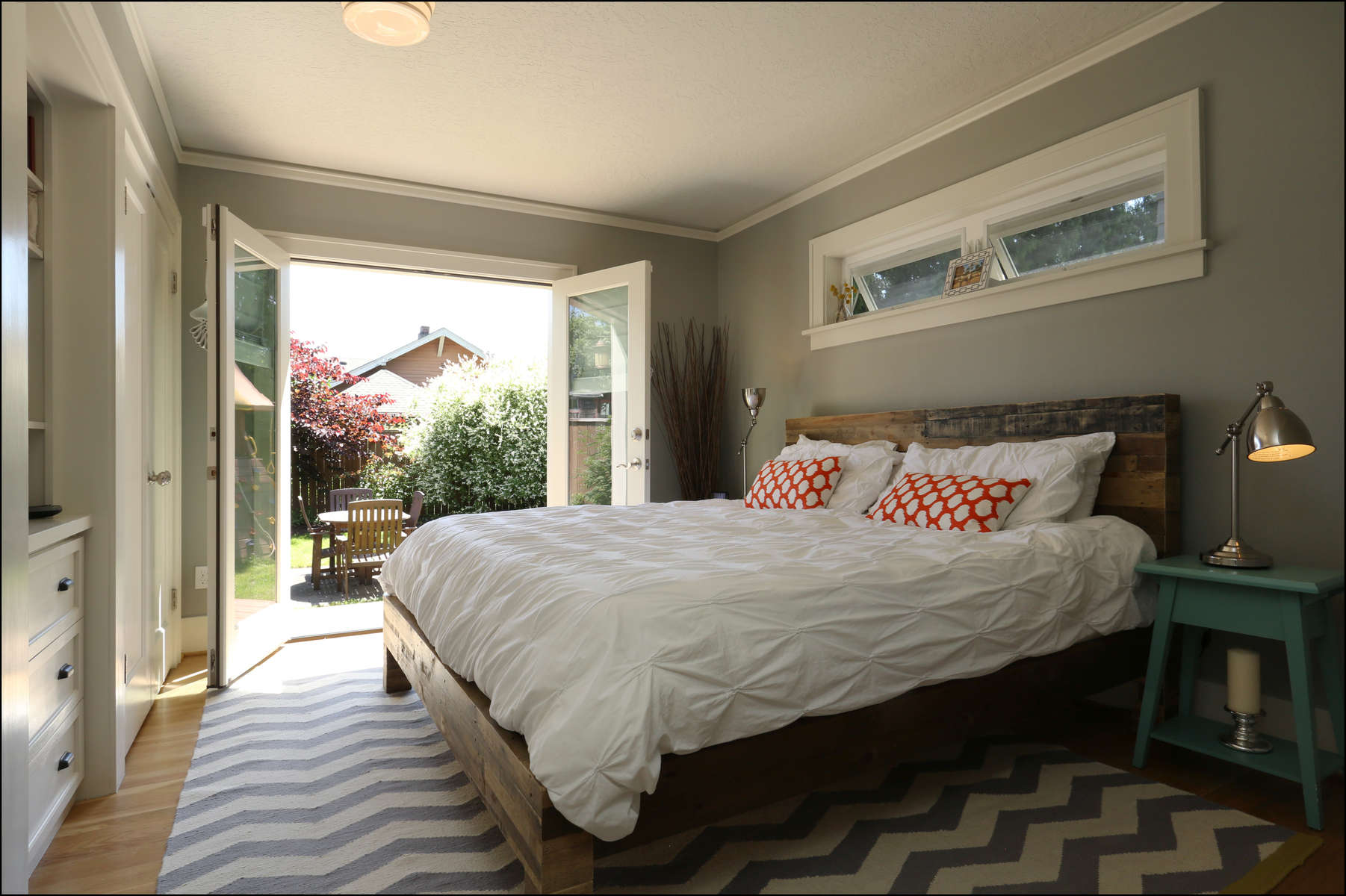 hoa-nikhil-t-1926-capecodecottage-bedroom-a-4