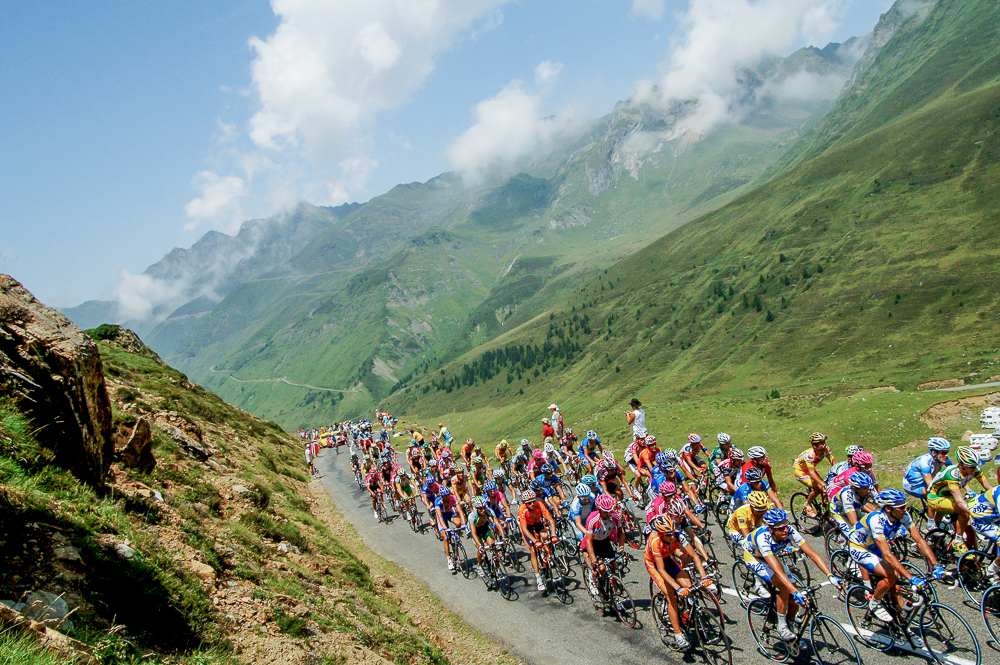 2006 STAGE 11 / Col du Tourmalet, France: The peloton enters the Alps and begins to ascend the Col du Tourmalet on July 13, 2006.