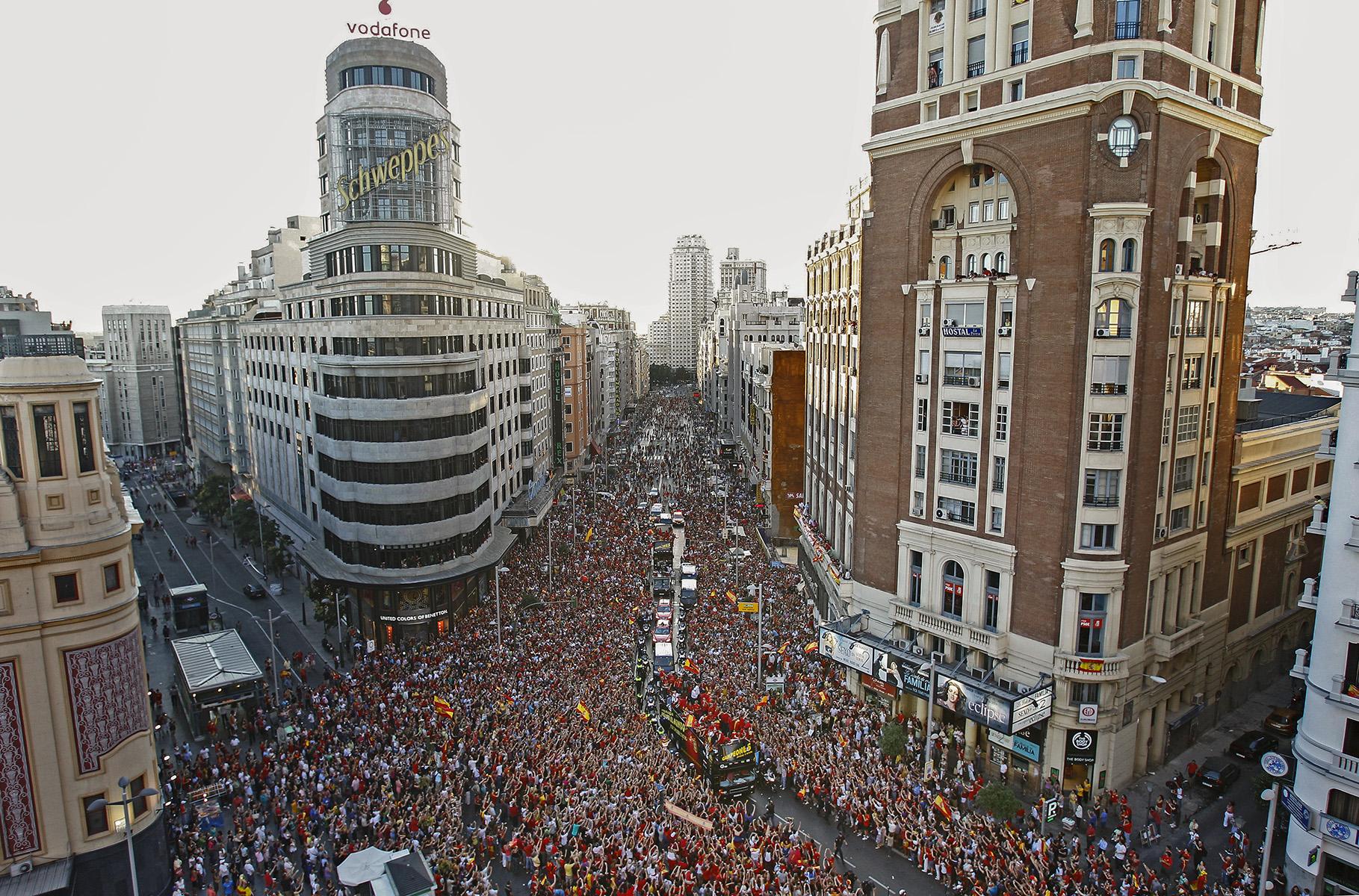 CELEBRACIONES DE LA SELECCION ESPAÑOLA DE FUTBOL POR LAS CALLES DE MADRID _ CAMPEONA DEL MUNDO 2010© www.albertoroldan.com / DIARIO LA RAZONJULIO 2010