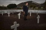 Alfonso Ussia en el Cementerio de Paracuellos del Jarama donde fue fusilado su abuelo Pedro Muñoz Seca©  Alberto R. Roldan / Diario La Razon25 11 2016