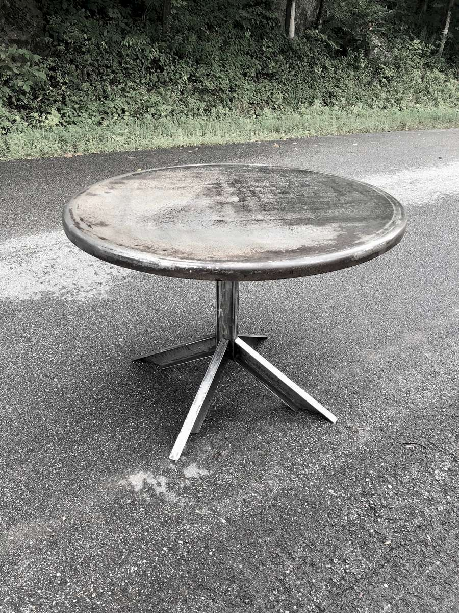 round-metal-channel-table