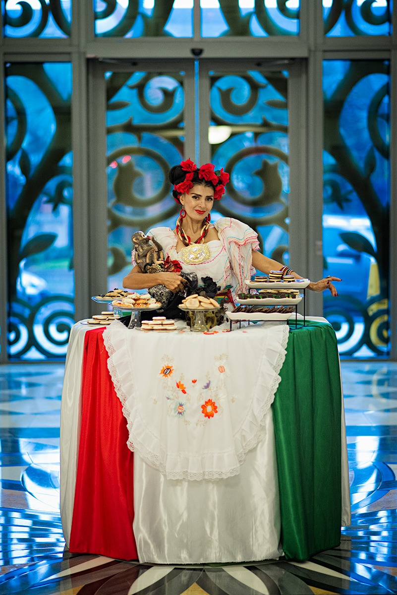 Viva Mexico Living Table