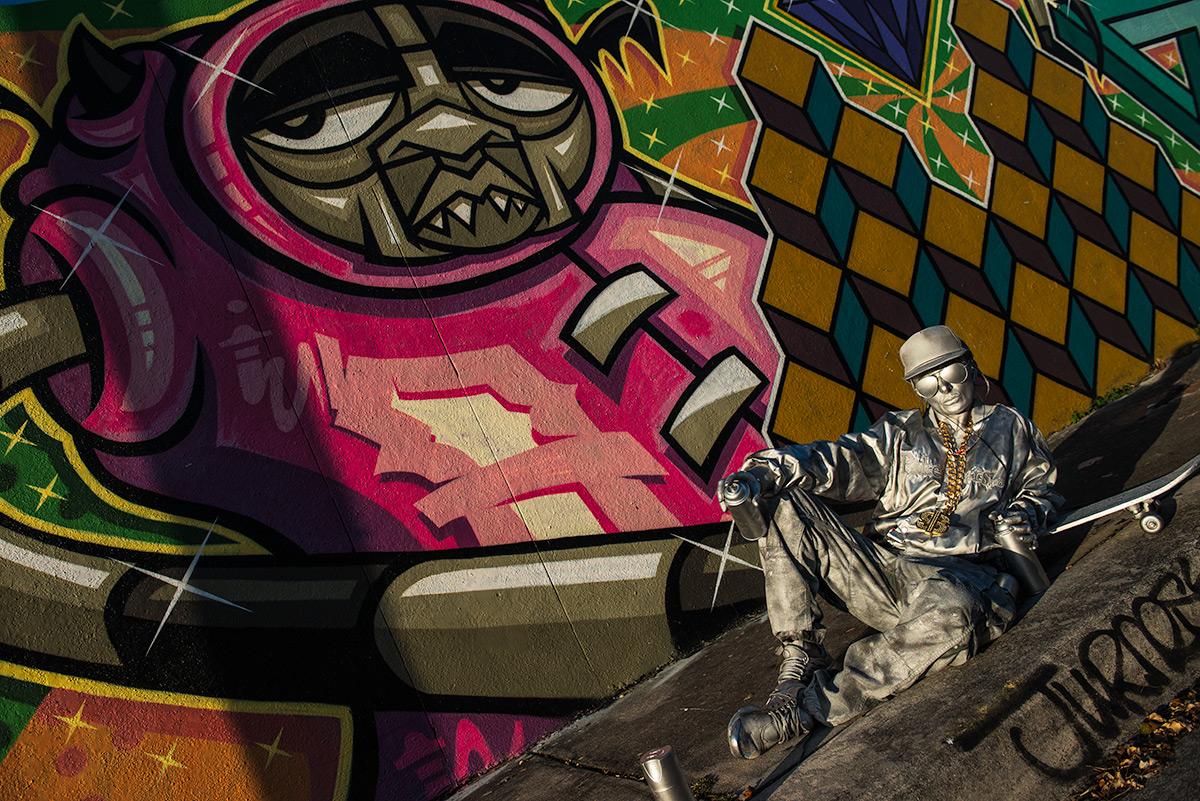 Hip Hop Living Statue