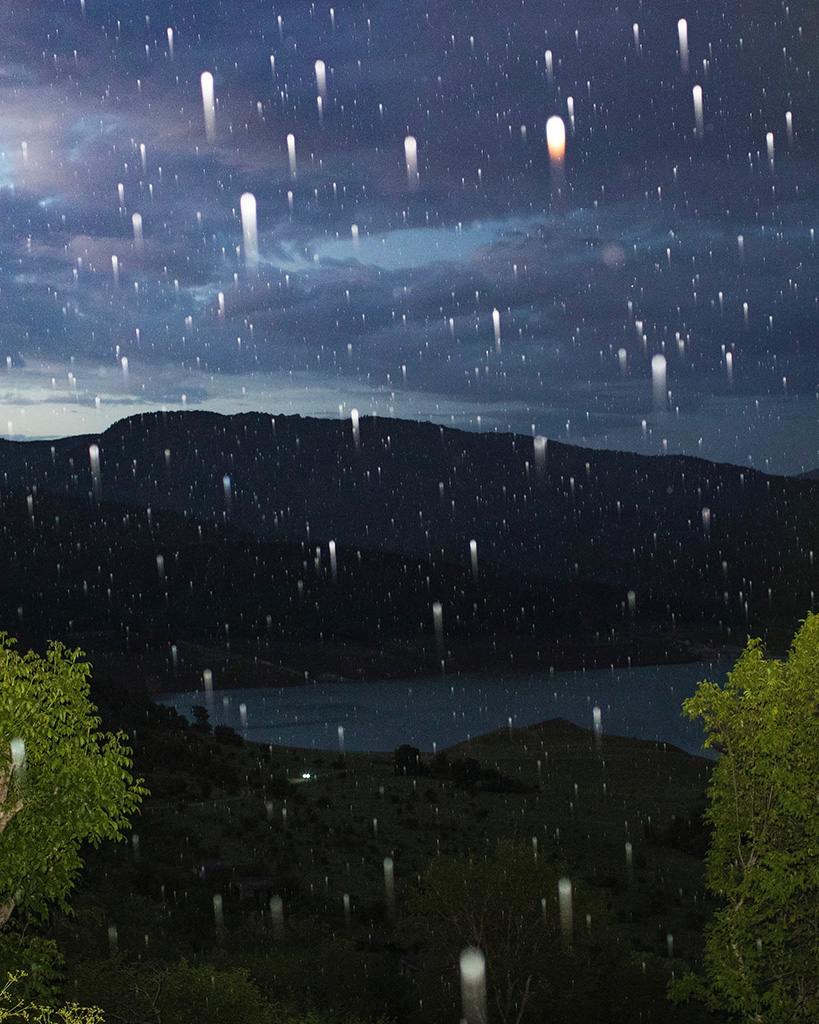 I photographed rain at night in a village I grew up in when I was a child. I drove my son here to escape from the city during a pandemic to get closer to nature.