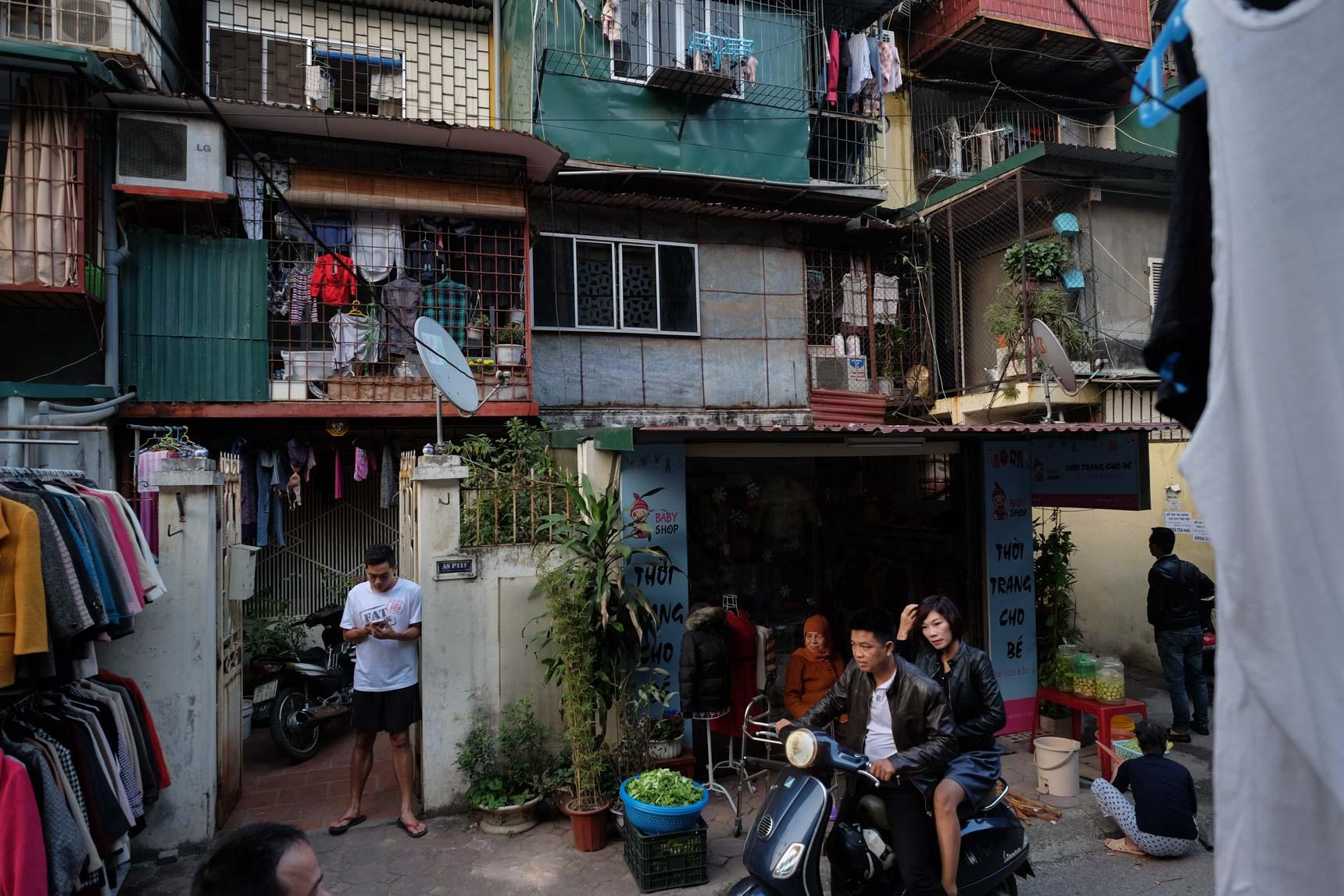 Back Alley, Nghĩa Tân, Cầu Giấy District