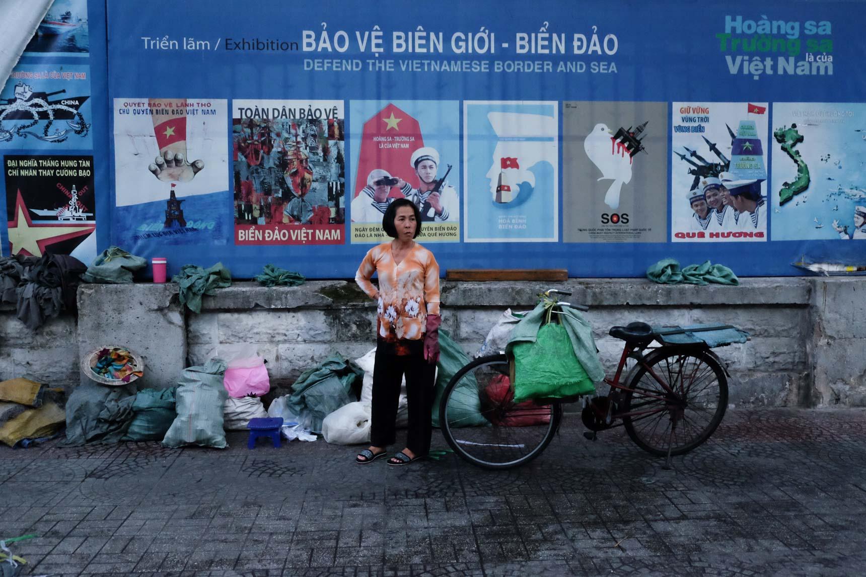Ice Vendor, Rue Calmette, District 1