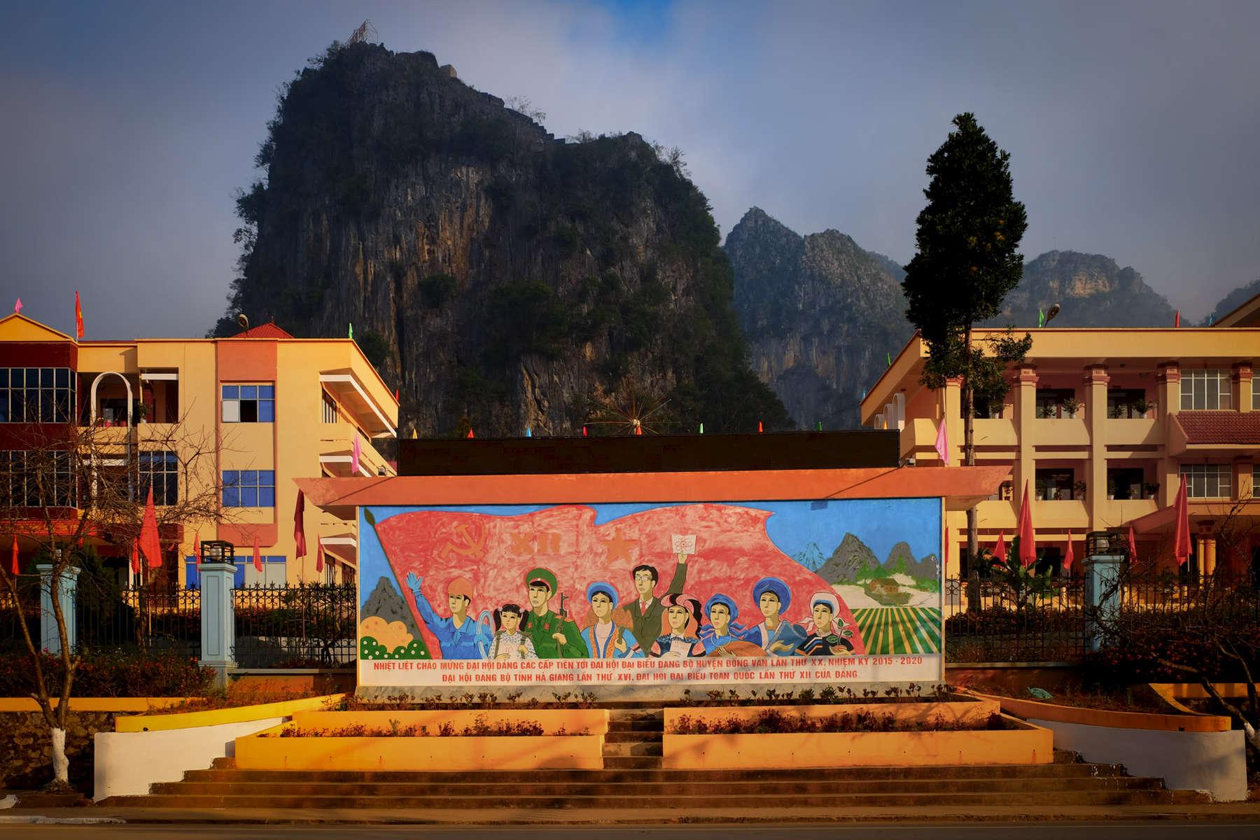 Đồng Văn, Central Sqaure
