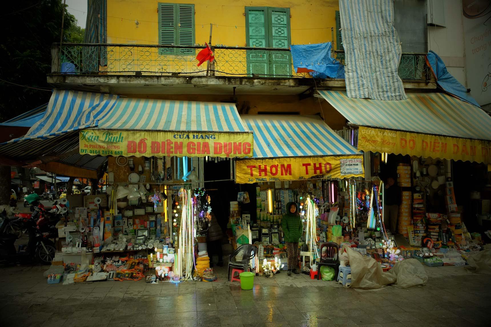 Hardware Store, Le Duan