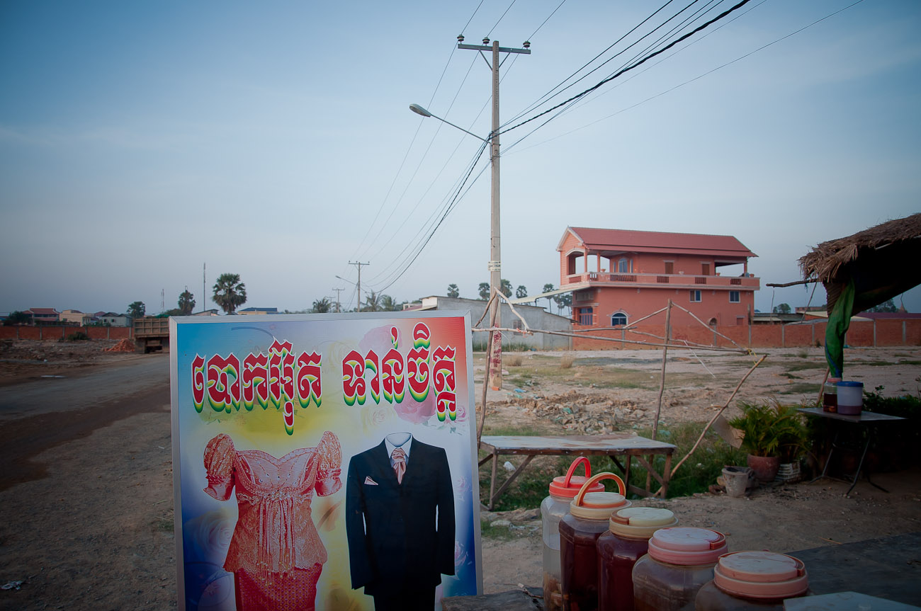 Near the New World mega housing project on the outskirts of Phnom Penh. Newly constructed housing is quickly encroaching what was once land used for farming. December 2011