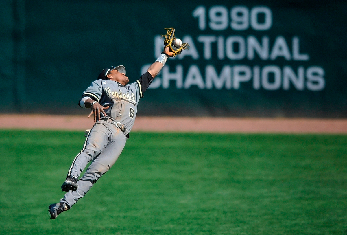 Vanderbilt second baseman Tony Kemp makes a diving catch during an NCAA college baseball game in Athens. Ga., Sunday, April 21, 2013. Vanderbilt won 5-1. (AJ Reynolds/The Athens Banner-Herald)