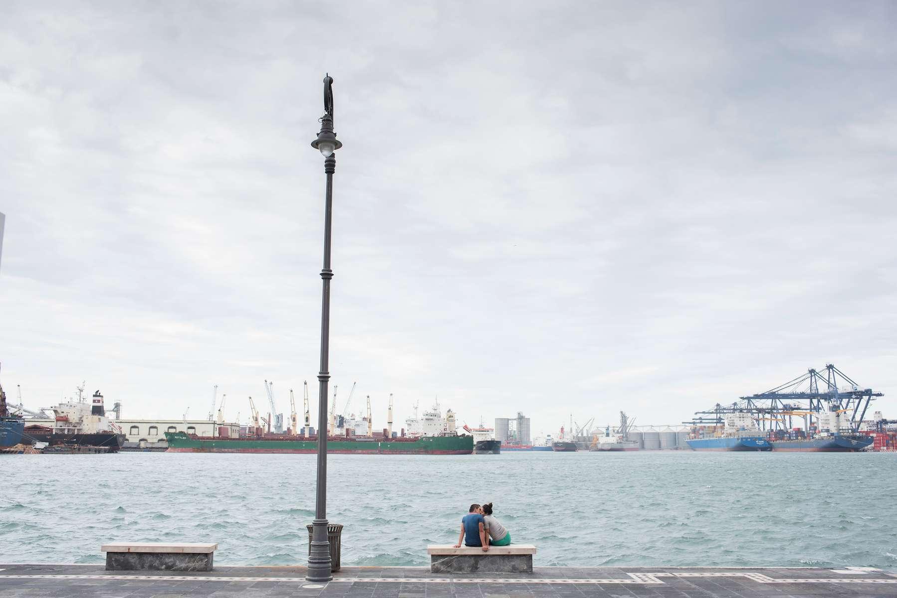 Couple sitting on the water´s edge. Port city of Veracruz. Puerto de Veracruz, Mexico