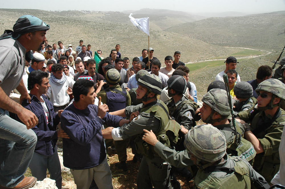 Demonstration against the shooting of a family of boys that walked too close to the site of the wall.