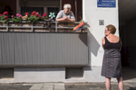 Two women talking to each other at Linsenberg in Offenbach