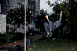 A young man is doing a salto in front of a house in Offenbach's district Lauterborn.