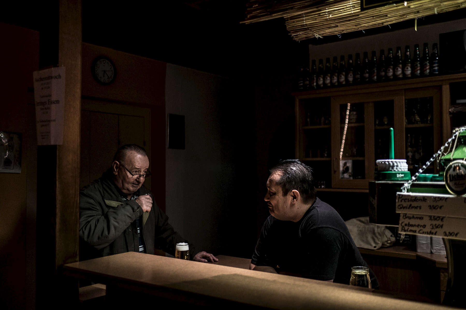 Men drinking inside a football club's pub - for the {quote}Heimatreporter{quote} series by ZEIT online (http://www.zeit.de/sport/2017-03/laufdorf-hessen-fussballvereine-heimatreporter-d17)