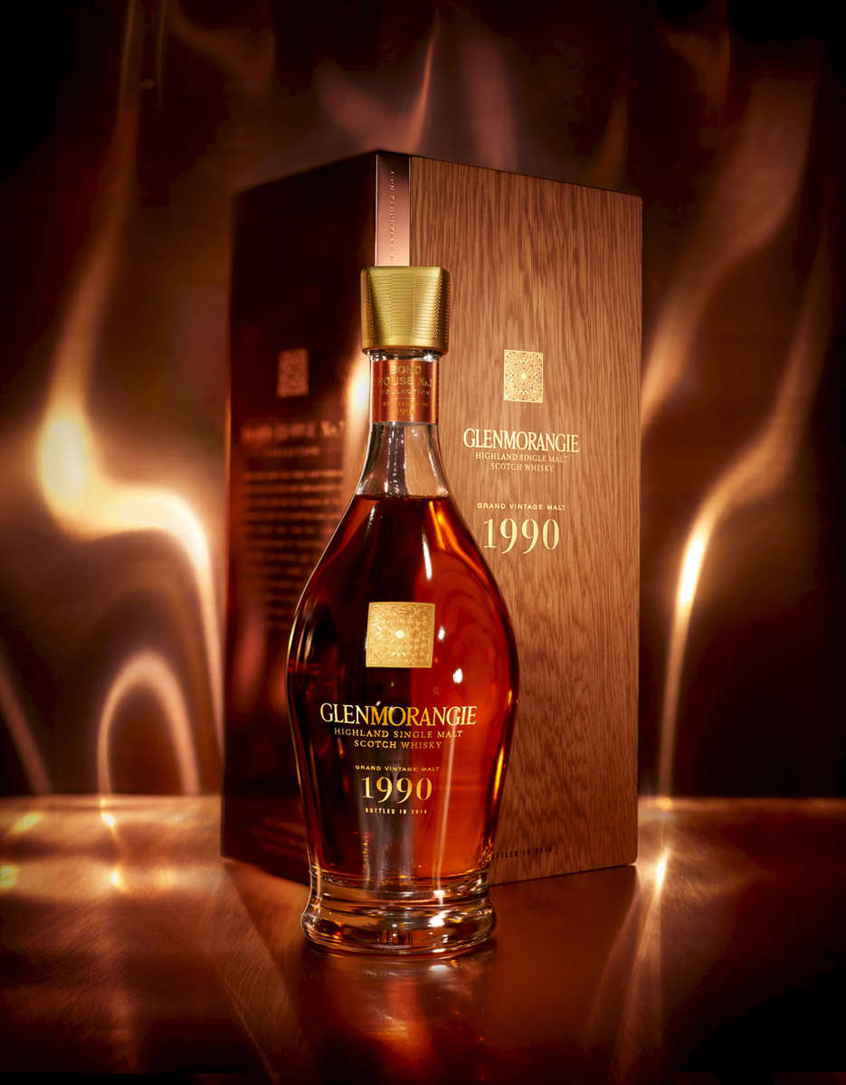 Glenmorangie 1990 bottle with copper gift box