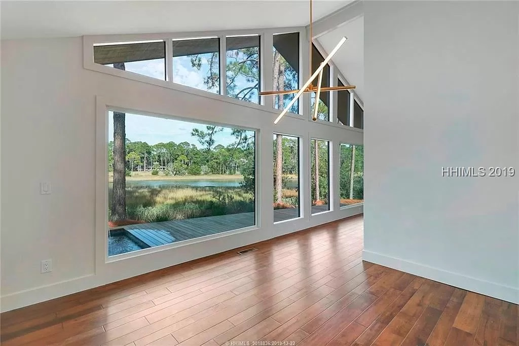 11-Z-After-8-Gull-Point-Living-Room-3