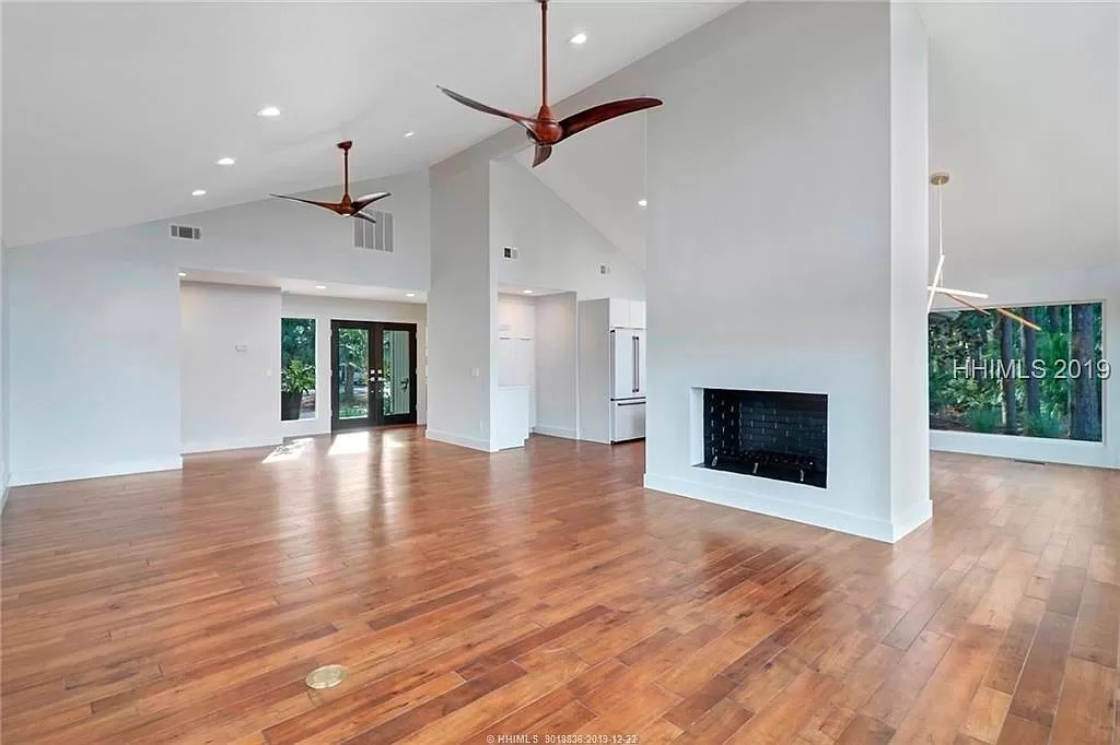 12-Z-After-8-Gull-Point-Living-Room-2