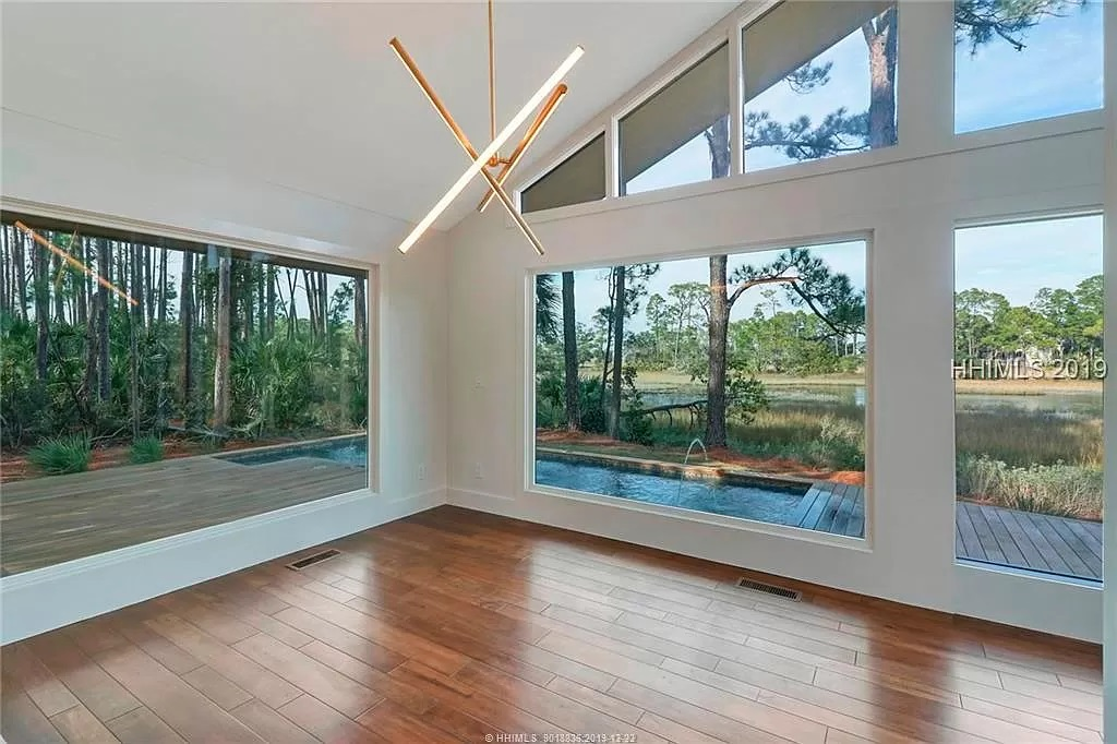 13-Z-After-8-Gull-Point-Living-Room-4