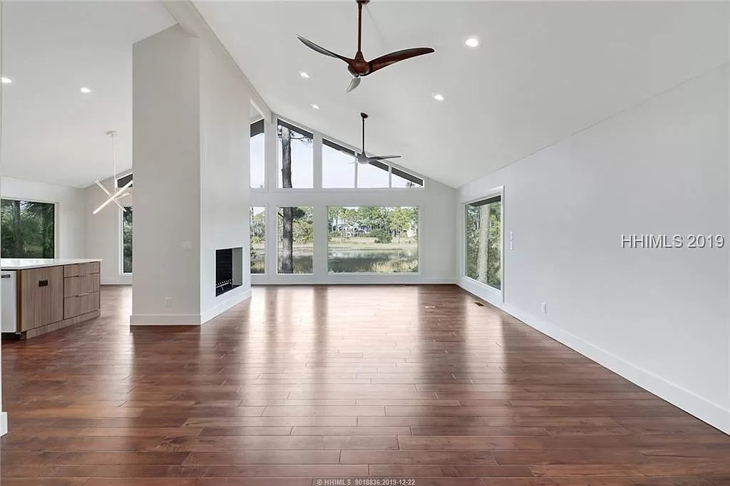 9-Z-After-8-Gull-Point-Living-Room