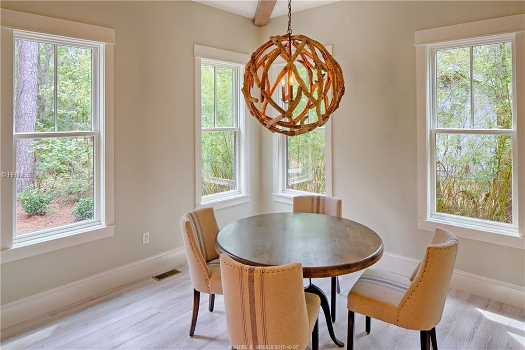 East-Garrison---breakfast-nook
