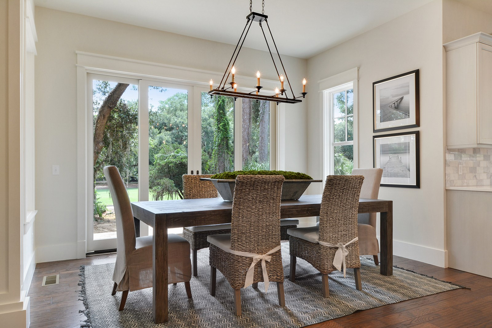 Twin-Pines-Breakfast-Nook