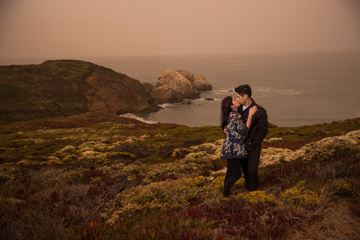 ocean-cliff-engagement-session in point bonita
