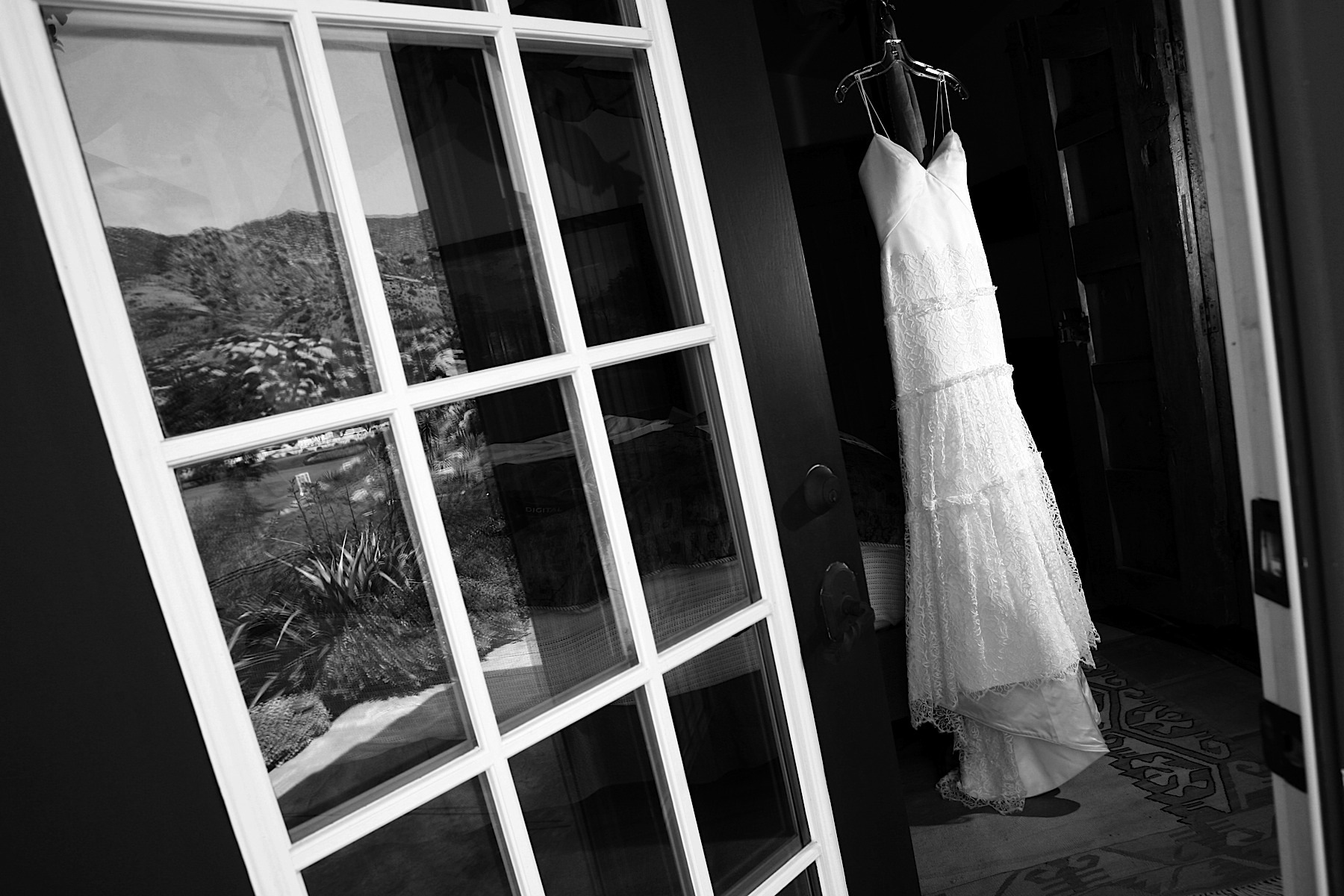 santa_barbara_wedding_photographer_hummingbird_nest_ranch_wedding_002