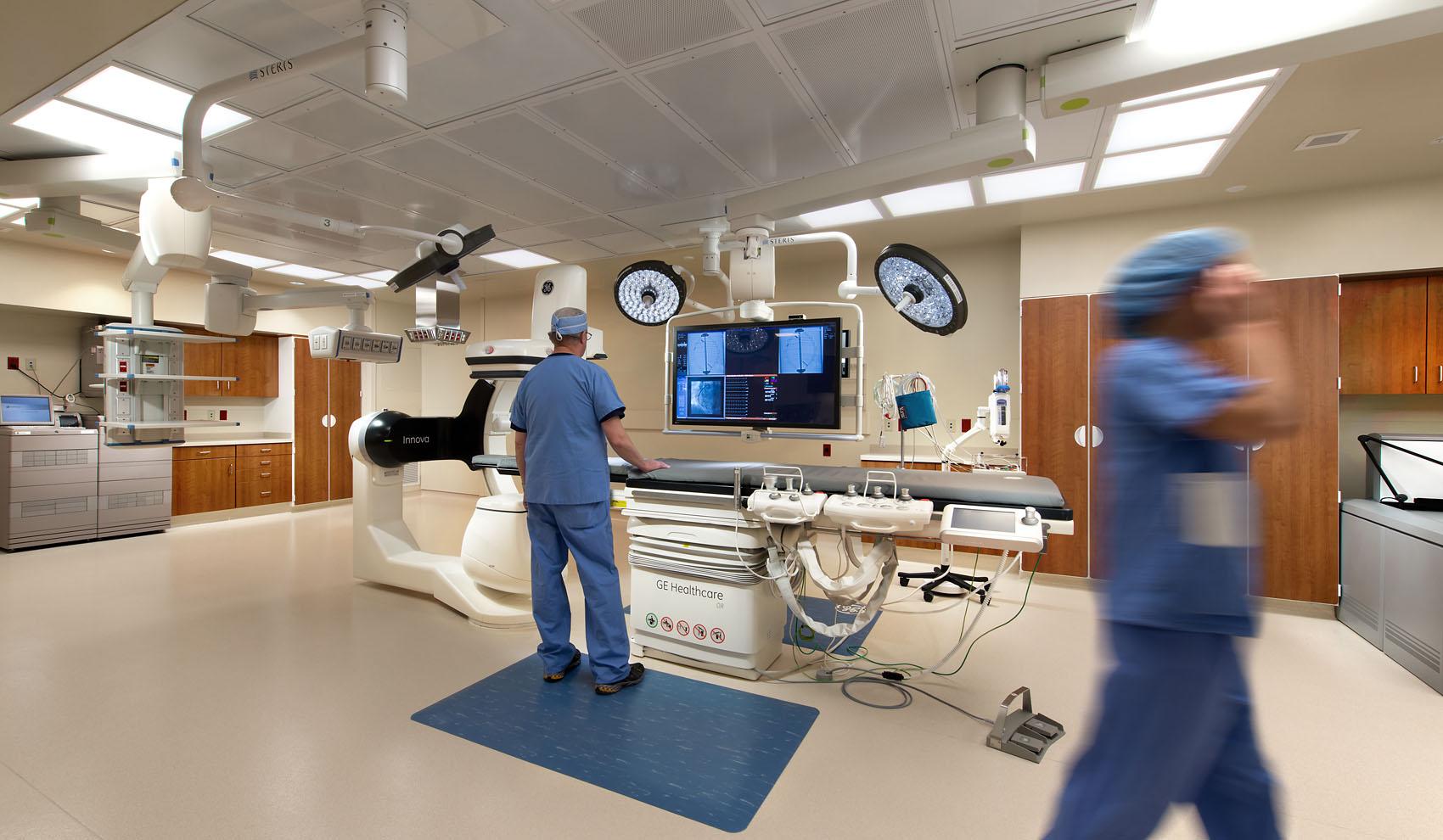 doctors preparing for operation